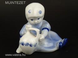 Bájos Zsolnay porcelán figura - Kislány korsóval