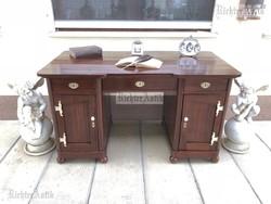 Antik bútor, felújított Szecessziós íróasztal, térbe helyezhető.