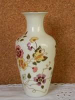 Zsolnay pillangó mintás váza.