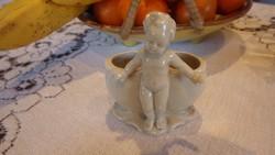 Porcelán fogpiszkálótartó (?) puttó szoborral