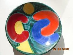 Vidám színekkel modern jelzett kerámia falitál