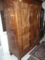 Antik biedermeier szétszedhető, polcozható ruhásszekrény eladó az 1850-es évekből szép állapotban