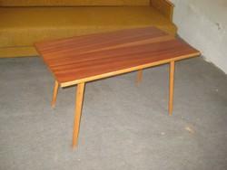 Retró  kisasztal  a 60as  évekből  ----------------------------------------------------------