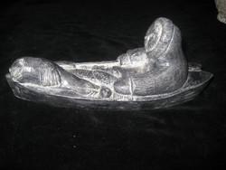 Halászó eszkimó  ,jól faragható szappan kőböl ,Canadából  ,27 x 12 cm