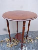 Elegáns kis asztal