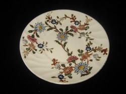 Zzolnay  tányér  155 mm  ,szépen aranyozott  ,,,,,,,,,,,,,,,,,,,,,,,,,,,,,,,,,,,,,,,,,,,,,,