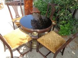 Játékasztal négy székkel