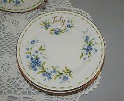 Royal Albert 16 cm-es Július hónapos süteményes dísztányérok.