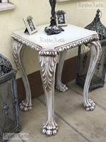 Provence bútor, antikolt faragott lábú asztal.