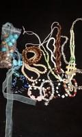 Gyöngyből készült ékszerek 28db