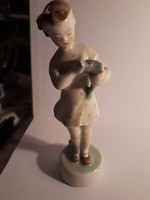 Zsolnay porcelán kislány virággal