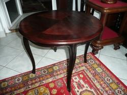 Eladó egy álomszép antik kis méretű chippendale asztalka gyönyörű állapotban