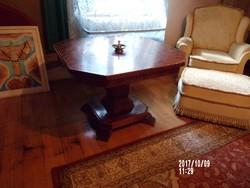 Nyolcszögletű szalon asztal