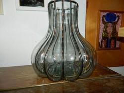 Üveg  és ötvösművészeti remek : váza