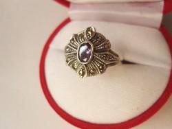 Előkelő ametiszt és markazit csokros ezüst gyűrű