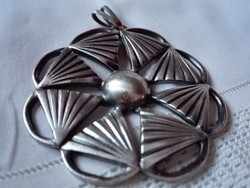 Nagyméretű ezüstözött medál