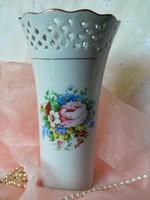 Gyönyörű áttört mintás virágos váza