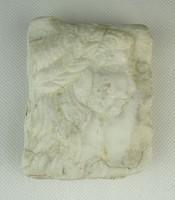 0Q868 Faragott fehér márvány finom női arckép