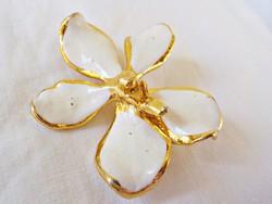 Aranyozott fehér virág medál - bross