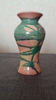 Kézzel festett kerámia váza Gorka Lívia jellegű