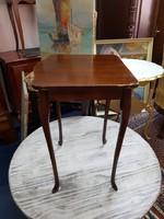 Chippendale asztalka