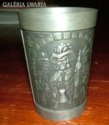 Gyönyörű, dombormintás klagenfurti ón pohár