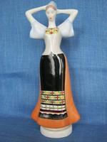 Aquincumi porcelán népviseletes lány menyecske