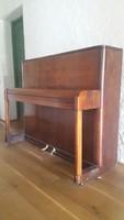 Különleges barna billentyűs Danemann pianino kétpedálos