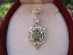 Klasszikus, barokk ezüst medál ( sterling 925 ) hatalmas, természetes SMARAGD kővel