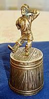 Orosz ezüst vodkás pohár, táncoló kozák figurával