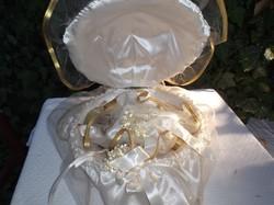 Esküvői dekoráció- különleges - szép - Osztrák nagy bélelt kagyló 40 x 16 cm + 3 db kis csokor