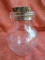 Feliratos, régi joghurtos üveg