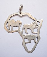 Afrika körvonalaiban állatok ezüst medál