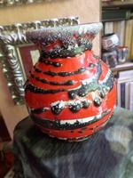 16 cm magas , nagyon retro , hibátlan váza .