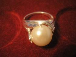 UT Nagyméretű Gyönggyel  berakásos design  gyűrű  1.8 cm belsővel