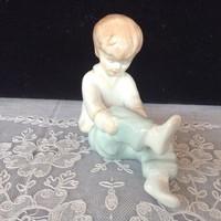 Aquincumi öltőzködő kislány