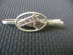 Lovat ábrázoló ezüst nyak kendő tű