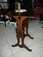 Meseszép antik faragott szecessziós kis asztalka 1905 környékéről