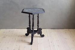 Felújított márványlapos ónémet kisasztal fekete pácolással, viaszos, selyemfényű