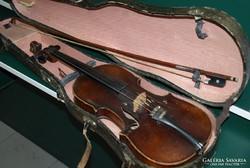 Eladó a képen látható Stradivarius hegedű