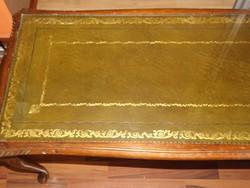 Neobarokk faragott asztal bőr borítással