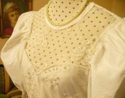 Tört fehér színű különleges menyasszonyi ruha