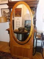 Monumentális, 180 cm magas, állítható, ovális tükör, fakeretben, faállvánnyal