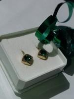Jelzett smaragd köves arany fülbevaló (kb. 1,6 gramm)