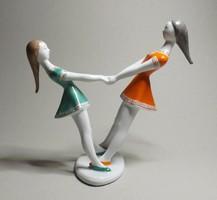 Hollóházi táncoló lányok