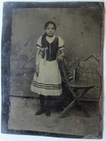 1910 Ferrotípia FOTÓ TÖRTÉNET NÉPVISELET 9x7 cm