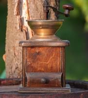 Régi fa kávédaráló