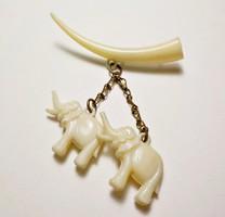 Műanyag csont hatású elefántos kitűző, bross
