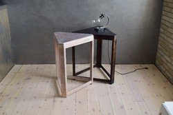 Art deco stílusú fekete fehér, különleges, háromszög asztalpár, modern enteriőrökbe