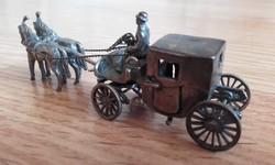 Ezüst miniatűr hintó